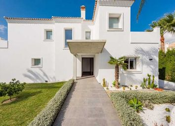 Thumbnail 4 bed villa for sale in La Pera, Nueva Andalucia, Costa Del Sol