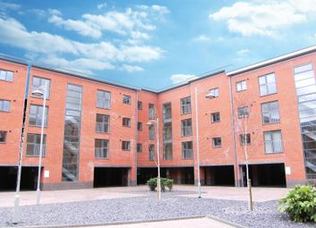 2 bed flat to rent in Rothesay Gardens, Wolverhampton WV4