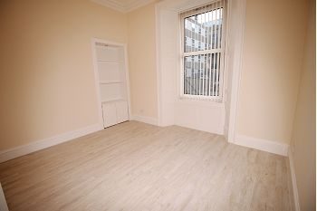 Thumbnail 4 bed flat to rent in Milnbank Road, Dundee