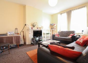 Thumbnail 4 bed flat to rent in Northwold Road, Stoke Newington
