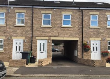 2 bed maisonette to rent in Queens Road, Waltham Cross EN8