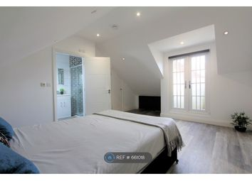 2 bed flat to rent in Oxford Road, Reading RG1