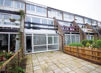Thumbnail 3 bedroom town house for sale in Links View, Finchley