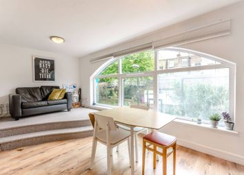 2 bed maisonette to rent in Shacklewell Street, Shoreditch, London E2