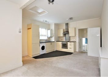 2 bed flat to rent in Station Road, Addlestone KT15