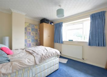 Thumbnail Room to rent in The Birches, Three Bridges