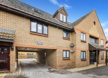 Farm Road, Esher KT10. 1 bed flat for sale
