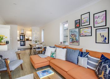 Thumbnail 2 bed flat to rent in Station Court, The Avenue, Amersham