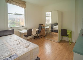 Thumbnail 1 bed flat to rent in Finsbury Park Road, London