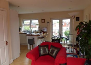 2 bed maisonette to rent in Somerset Avenue, Raynes Park, London SW20