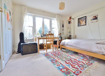 Thumbnail Room to rent in Osier Crescent, London