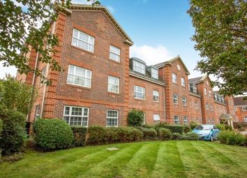 2 bed flat to rent in London Road, Camberley GU15