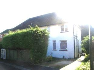 4 bed property to rent in The Oval, Guildford, Surrey GU2