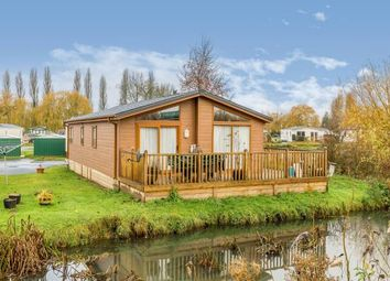 2 bed mobile/park home for sale in Shark Island, Northampton, Northamptonshire NN3