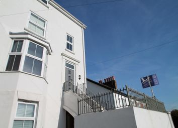 Thumbnail 2 bed flat to rent in Grovehill Road, Redhill