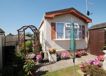 Thumbnail 1 bed mobile/park home for sale in Chilton Farm Park, Fleet Road, Farnborough