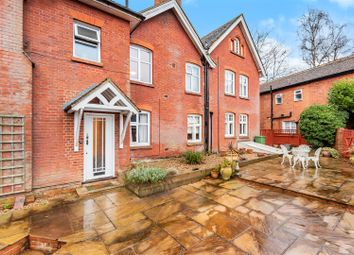St. Johns Road, St. Johns, Woking GU21. 2 bed flat for sale