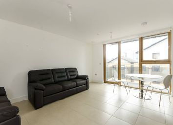 Thumbnail 3 bedroom flat to rent in Streamlight Tower, Canary Wharf