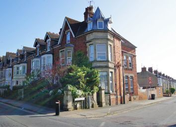 2 bed flat to rent in Croft Road, Swindon SN1