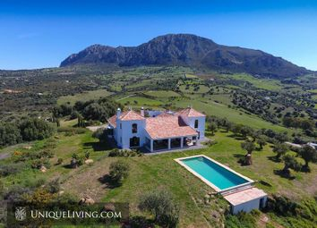 Thumbnail 5 bed villa for sale in Estepona, Costa Del Sol, Spain