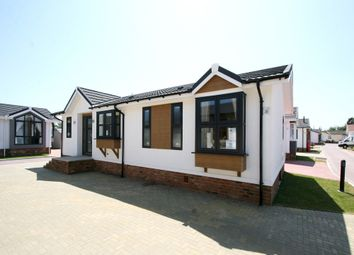 Thumbnail 2 bedroom mobile/park home for sale in Queen Street, Paddock Wood
