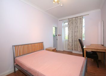 Room to rent in Southway, London N20