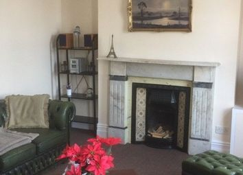 Thumbnail 2 bed flat to rent in Wandsworth Rd, Clapham