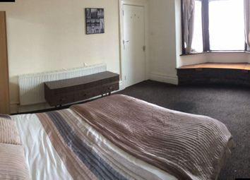 Thumbnail Room to rent in Cobham Parade, Leeds Road, Outwood, Wakefield