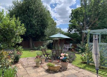 3 bed flat for sale in Springfield Park, Twyford, Reading RG10