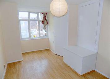 Room to rent in Ambergate Street, Kennington, London SE17