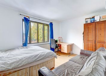 Thumbnail 2 bed flat for sale in Gateway, Weybridge