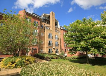 Thumbnail 2 bedroom flat to rent in Aveley House, Iliffe Close, Southampton Street, Reading