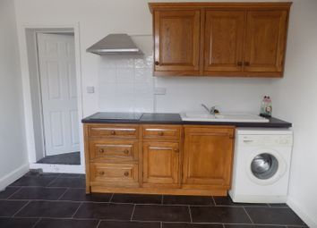 Thumbnail 1 bed flat to rent in Connaught Road, Luton