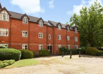 Thumbnail 2 bedroom flat for sale in Rembrandt Way, Reading