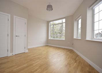 Thumbnail Flat to rent in Endsleigh Road, Merstham, Redhill