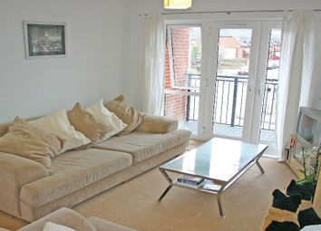 Thumbnail 1 bed flat to rent in Abercromby Avenue, High Wycombe