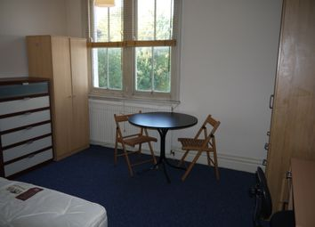 Thumbnail 5 bed shared accommodation to rent in Queens Road, London, Hendon