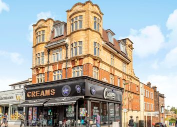 2 bed flat for sale in High Road, London N12