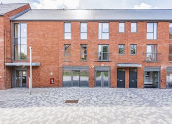 Thumbnail Property for sale in Elms Walk, Wokingham