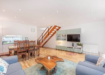 Thumbnail Terraced house to rent in Round Acre, London