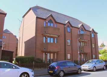 Thumbnail 2 bed flat to rent in Granville Road, St Albans