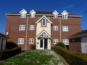 Thumbnail 2 bedroom flat to rent in Bewick Gardens, Chichester