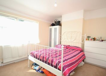 Thumbnail Room to rent in Straight Road, Romford