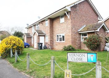 1 bed flat to rent in Vernon Close, Ottershaw KT16