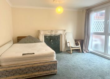 4 bed maisonette to rent in Sandalwood Close, London E1