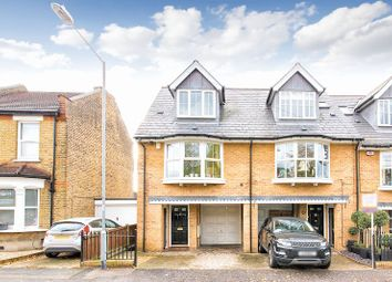 3 bed property to rent in Turpins Lane, Woodford Green IG8