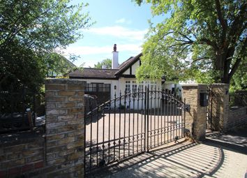 4 bed detached bungalow to rent in Grand Avenue, Berrylands, Surbiton KT5