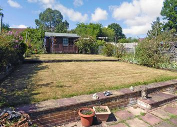 Ockleys Mead, Godstone, Surrey RH9. 3 bed semi-detached house