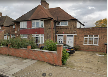 2 bed maisonette to rent in Old Oak Road, East Acton W3