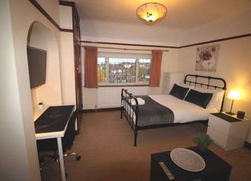 Room to rent in Room 3, Pewley Way, Guildford GU1